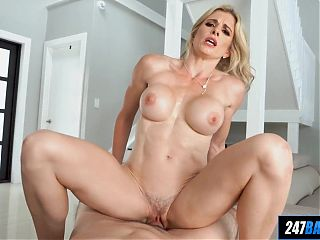 Athletic MILF in POV