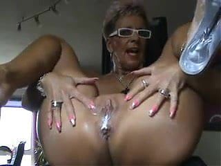 Nasty blond mature does creamy squirt